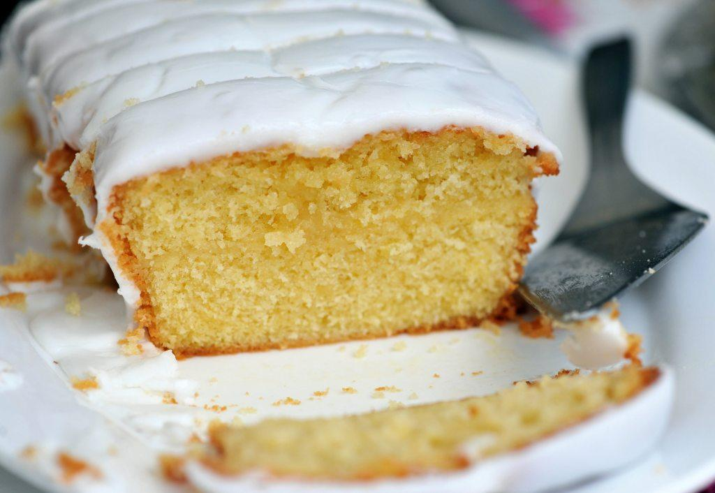 Cook A Lemon Drizzle Cake